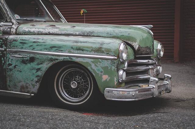 年式の古い車