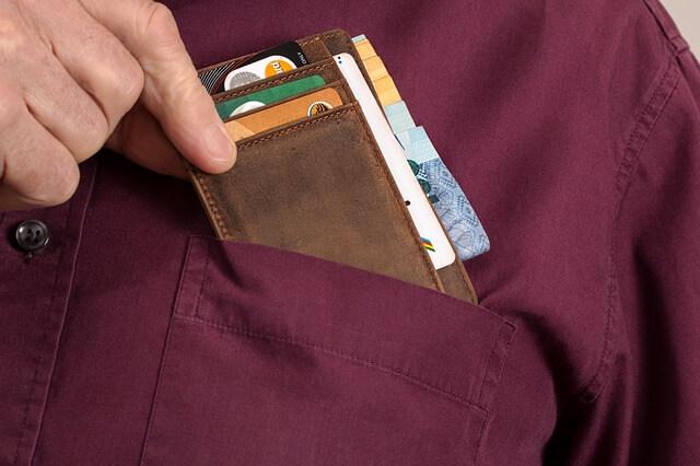 カード会社の入った財布