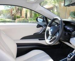 電気自動車の車内