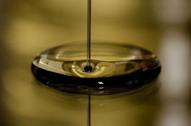 たらされた原油