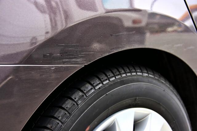 傷の入った車