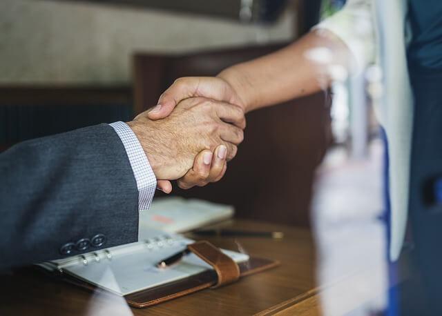 買取業者の握手
