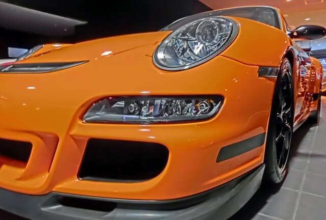オレンジの車のエアロ