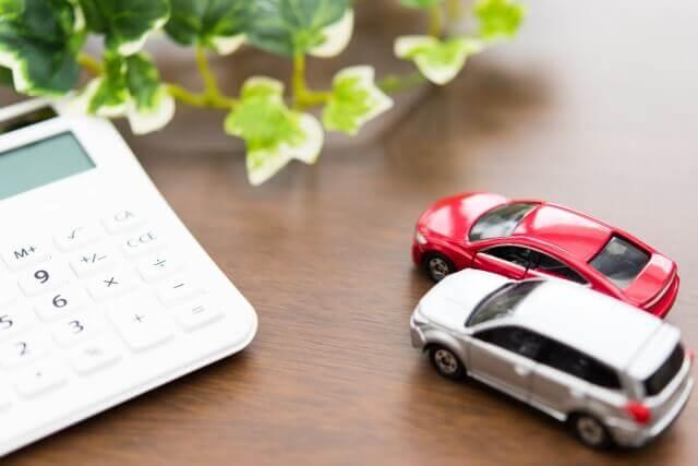 車のおもちゃと電卓