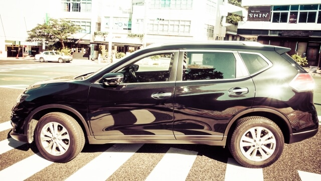 街中を走る車