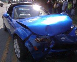 故障した青い車