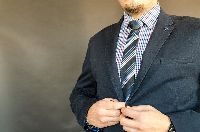 スーツを着た代理人