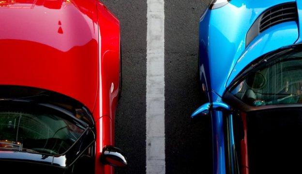 二台並んだ車